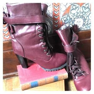 Incredible unique maroon heeled lace up fall boots